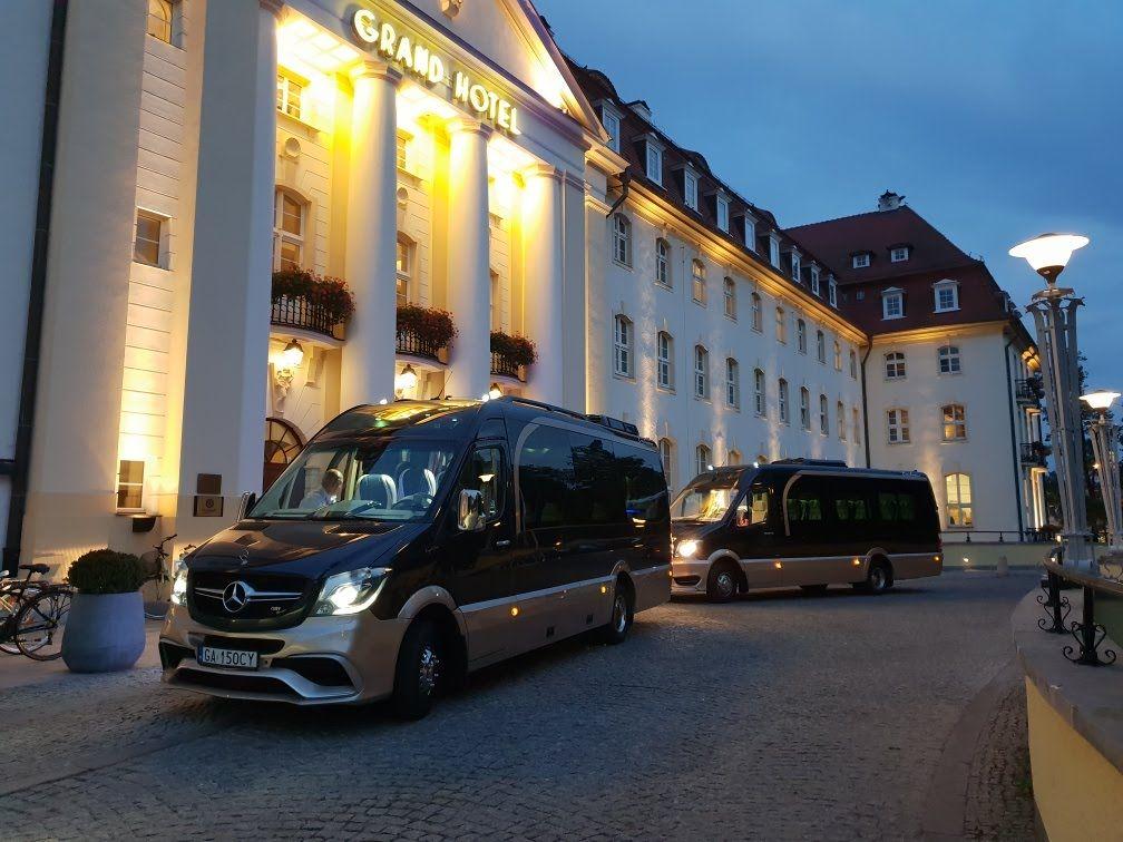 przejazd busem z hotelu na lotnisko Gdansk
